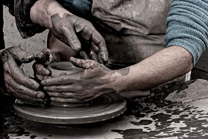 Fotografia, maestro e allievo ceramisti